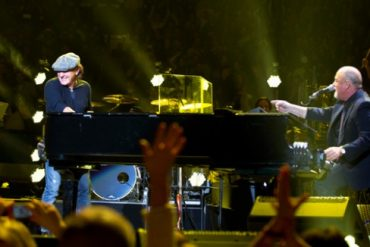 Brian Johnson de AC/DC y Billy Joel cantando juntos