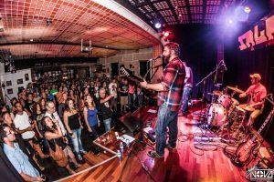 Dixie Town en plena grabación de Burned Alive en Salason