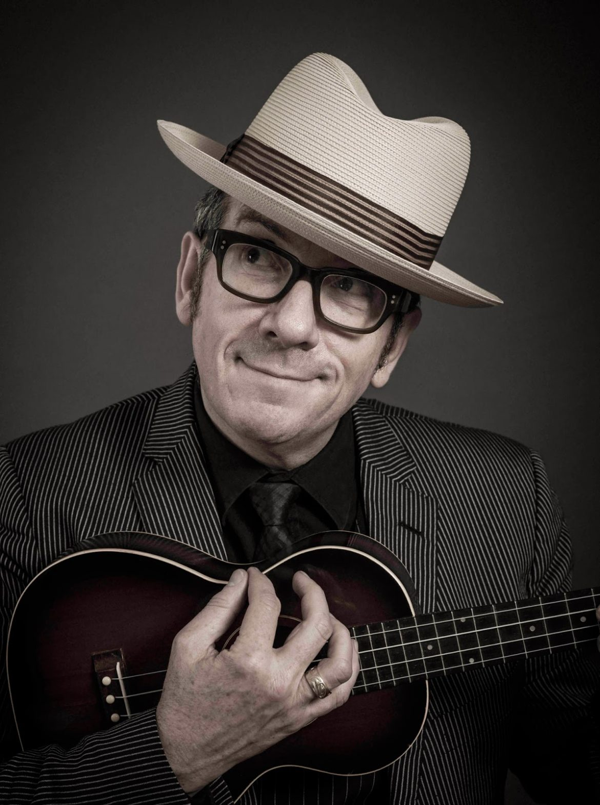 Elvis Costello remezcla una canción inédita de Johnny Cash