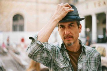 """Howe Gelb y su gira española para presentar """"The Coincidentalist"""""""