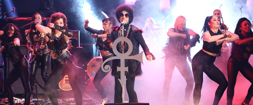 """Prince interpreta una nueva canción """"Funknroll"""""""