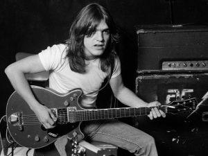 Malcolm Young de AC/DC pudo haber sufrido un derrame cerebral