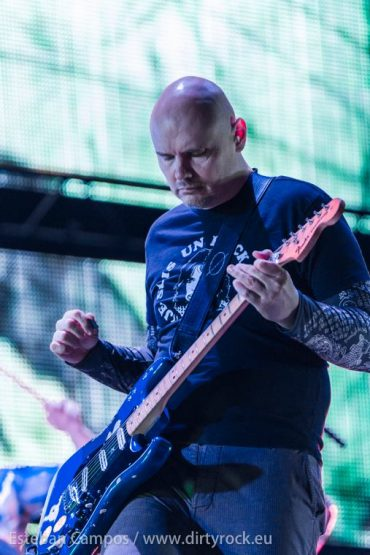 "The Smashing Pumpkins publicarán ""Monuments To An Elegy"" y ""Day For Night"" en el 2015"