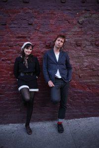 Chuck Prophet está grabando nuevo disco de estudio. En la foto junto a su esposa Stephanie Finch