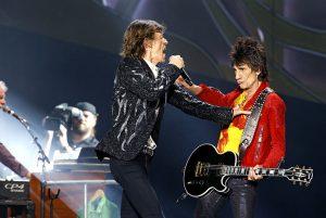 Mick Jagger y Ronnie Wood en Noruega