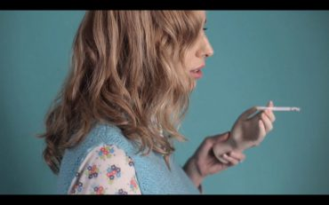 "Nat Simons presenta su primer videoclip ""Another coffee and cigarette day"""