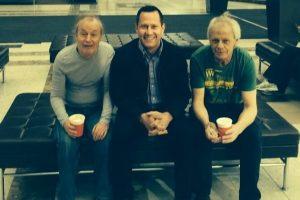 Stevie Young a la derecha junto a Angus Young de AC/DC