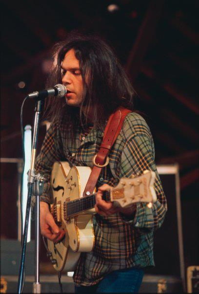 Neil Young presenta Who's Gonna Stand Up, nueva canción