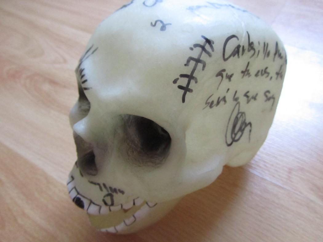 Calavera firmada por Guadalupe Plata a Dirty Rock en su última visita a Tenerife en julio de 2011