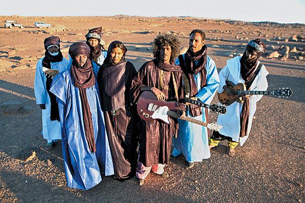 "Tinariwen publican nuevo EP ""Inside/Outside: Joshua Tree Acoustic Sessions"""