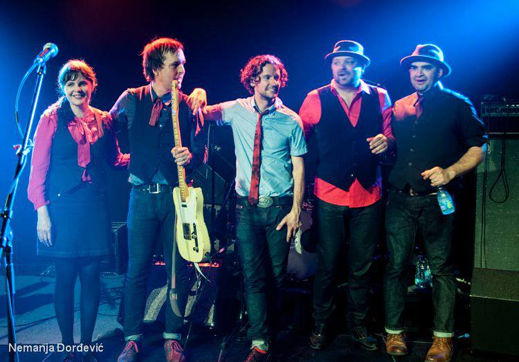 Chuck Prophet y The Mission Express con Stephanie Finch, James DePrato, Kevin t. White y Vicente Rodriguez