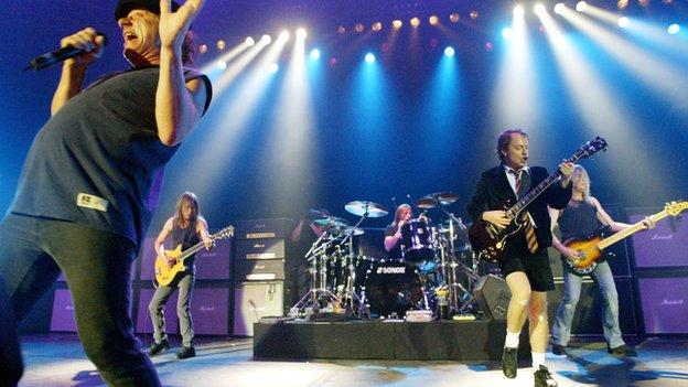 Phil Rudd batería de AC/DC acusado de contratar sicarios y posesión de drogas