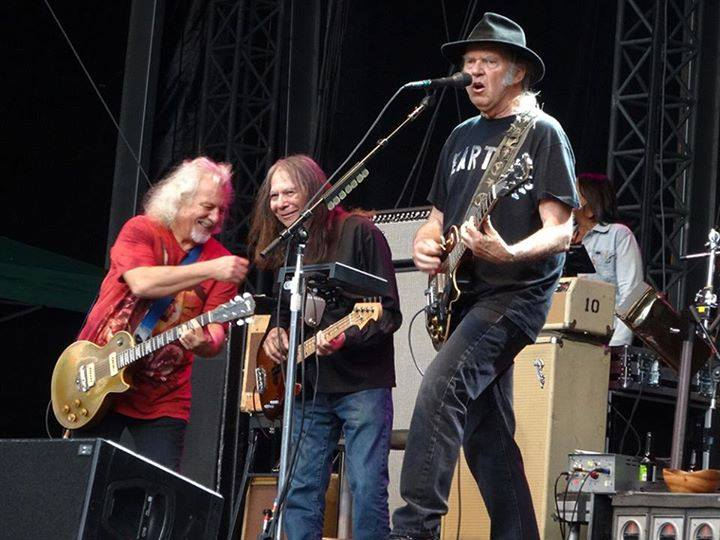 Rick Rosas ha muerto, Foto de su última gira con Neil Young and Crazy Horse