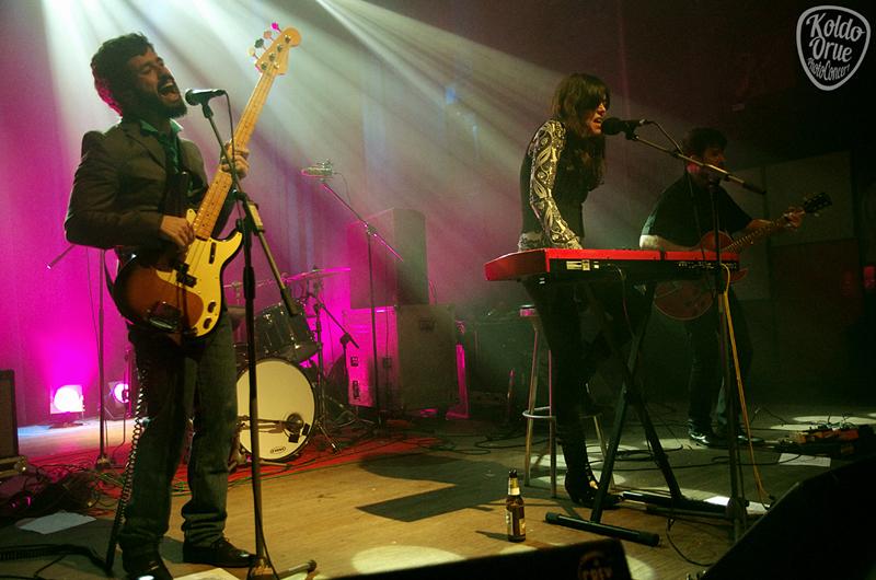 Rubia abriendo el concierto de Jonny Kaplan en Bilbao