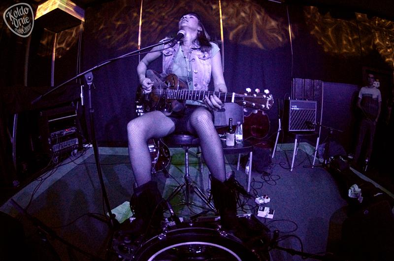 Molly Gene One Whoaman Band durante su concierto en Bilbao Kafe Antzokia 2015.jpg