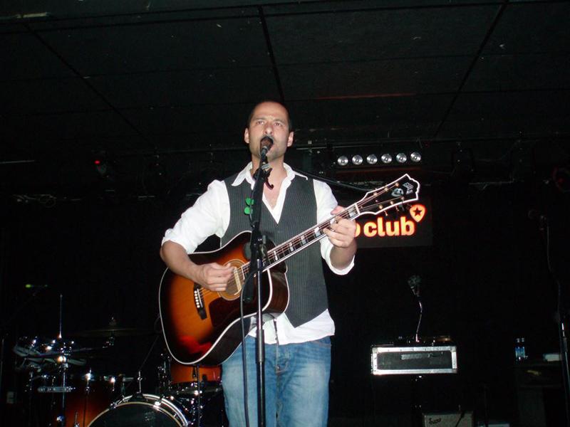 Shariff en el Loco Club abriendo para Little Hurricane.jpg