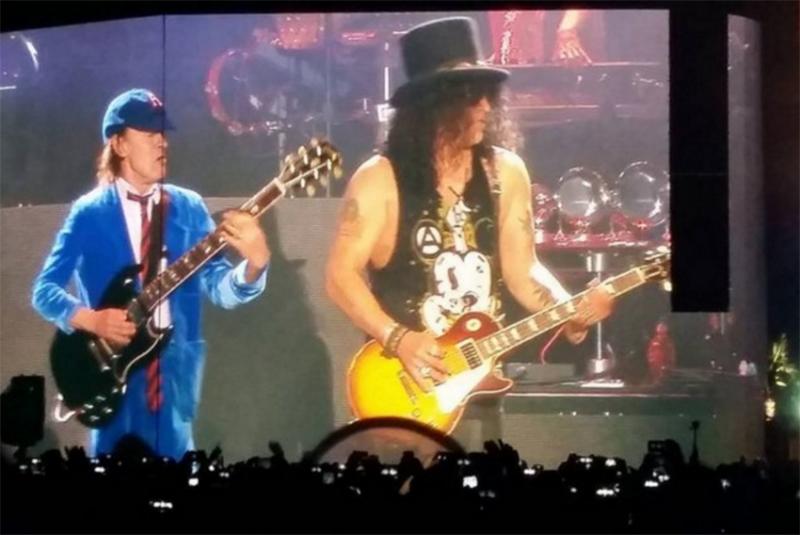 Angus Young y Guns N' Roses en Coachella festival