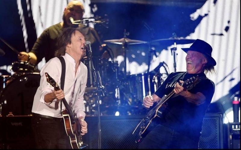 Neil Young y Paul McCartney en el Desert Trip Festival 2016