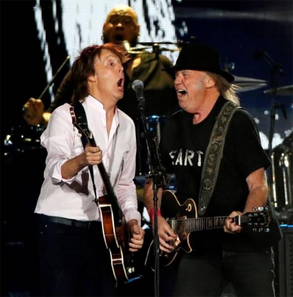 Neil Young y Paul McCartney en el Desert Trip Festival