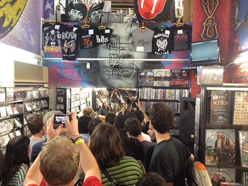 Discos Revolver cumple 25 años de música en Barcelona Wilco 2012