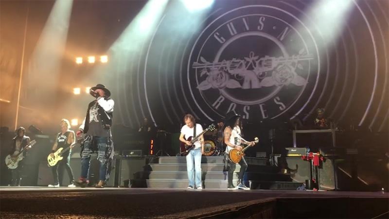 Angus Young junto a Guns N Roses en Sídney 2017