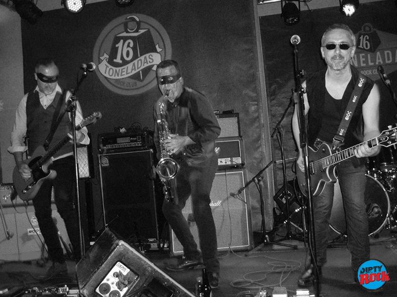 Soul Bandidos abriendo para The Fuzztones