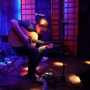 John Smith presentó su nuevo disco Headlong.7