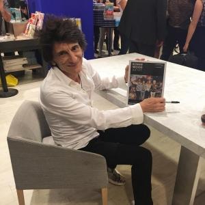 Primera aparición pública de Ronnie Wood Artist nuevo libro 2017.2