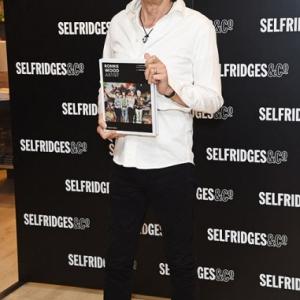 Primera aparición pública de Ronnie Wood Artist nuevo libro