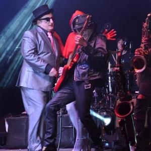 La Orquesta Mondragón Anda suelto Satanás concierto.11