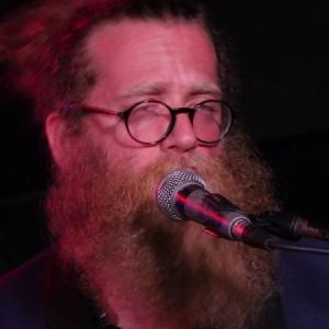 Ben Caplan derrocha simpatía en el Costello Club.3