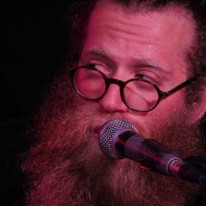 Ben Caplan derrocha simpatía en el Costello Club.6