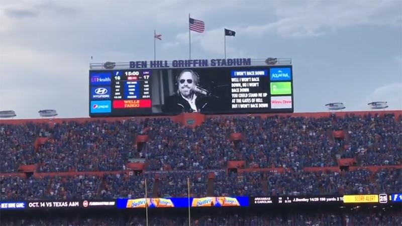 90.000 gargantas cantando I Won't Back Down de Tom Petty durante un partido de fútbol de los Florida Gators