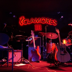 Random Thinking Right here and now Sala Clamores Madrid.