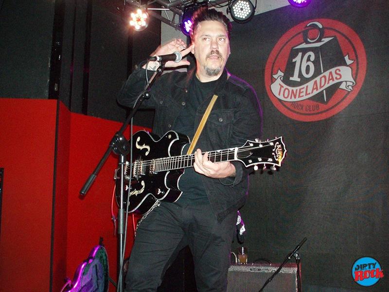 Jesse Dayton soberbio a en el 16 Toneladas de Valencia.4
