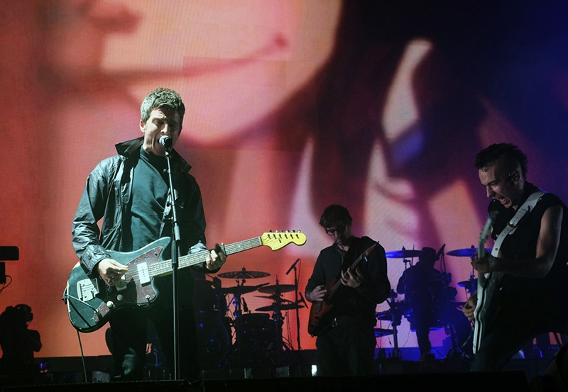 Gorillaz (We Got the Power) ft Noel Gallagher, Graham Coxon and Jeff Wootton perform at the O2 Arena London on 4 Dec. 2017. Photo by Mark Allan