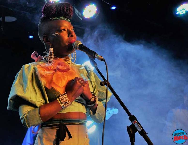 Shirley Davis & The SilverBacks Wishes & wants nuevo disco.3