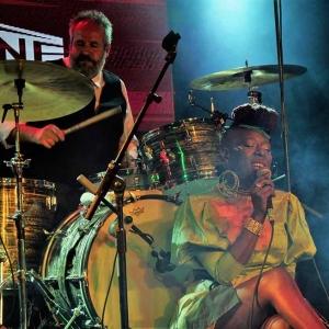 Shirley Davis & The SilverBacks Wishes & wants nuevo disco.5