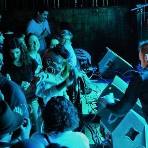 Shirley Davis & The SilverBacks Wishes & wants nuevo disco.8