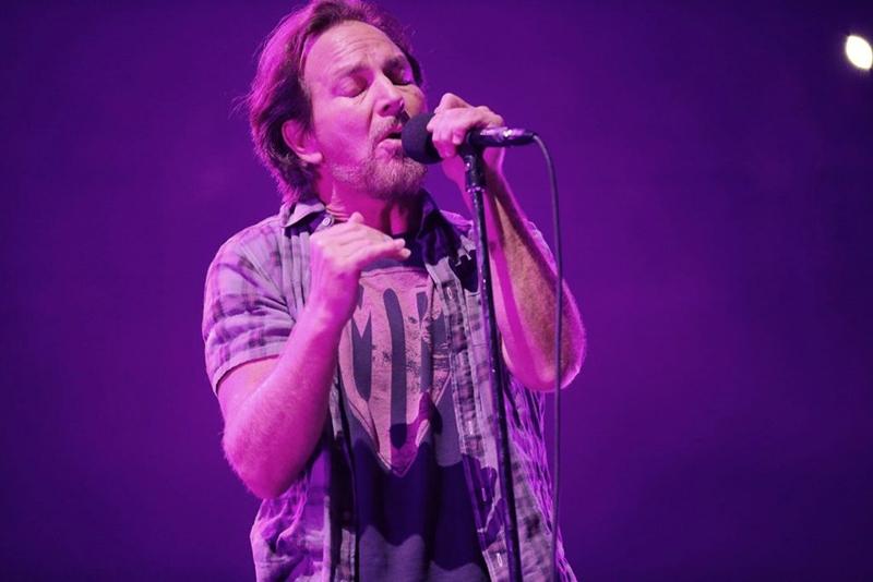 Pearl Jam comienzan su gira mundial y adelantan nueva canción Can't Deny Me.
