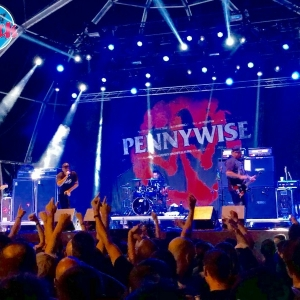 Download2018Pennywise