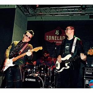 Mike Farris y sus Fortunate Few recuerda a todos sus héroes musicales en Valencia.2