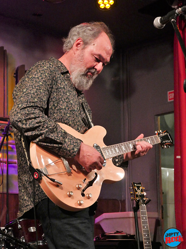 Fernando Rubio Cheap Chinese Guitar Madrid Caf´ñe Berlín 2019.10