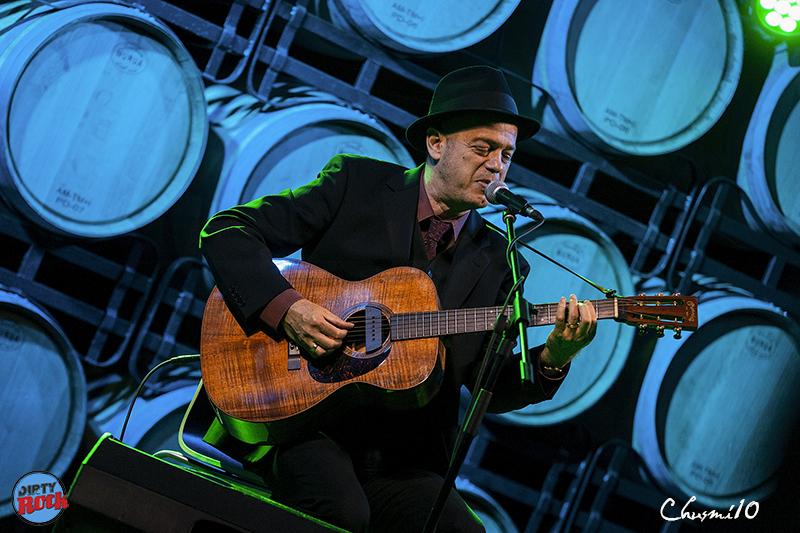 Juan-Perro-y-su-música-entre-barricas.1