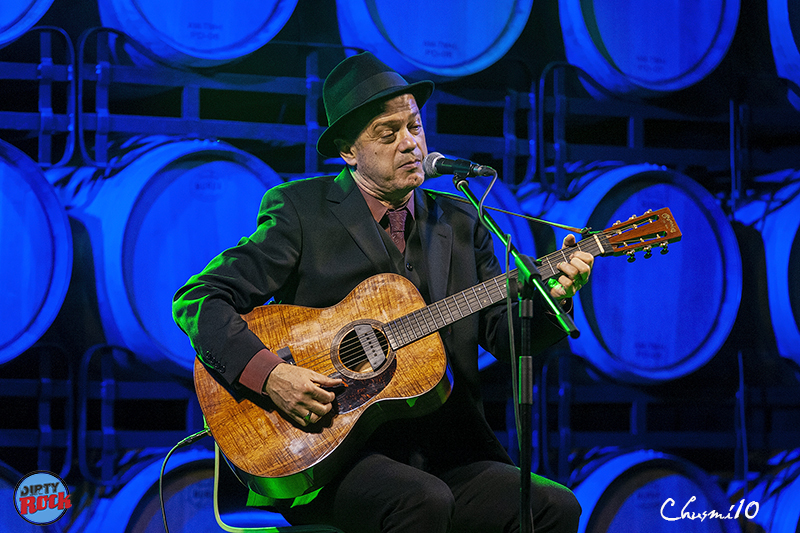 Juan-Perro-y-su-música-entre-barricas.2