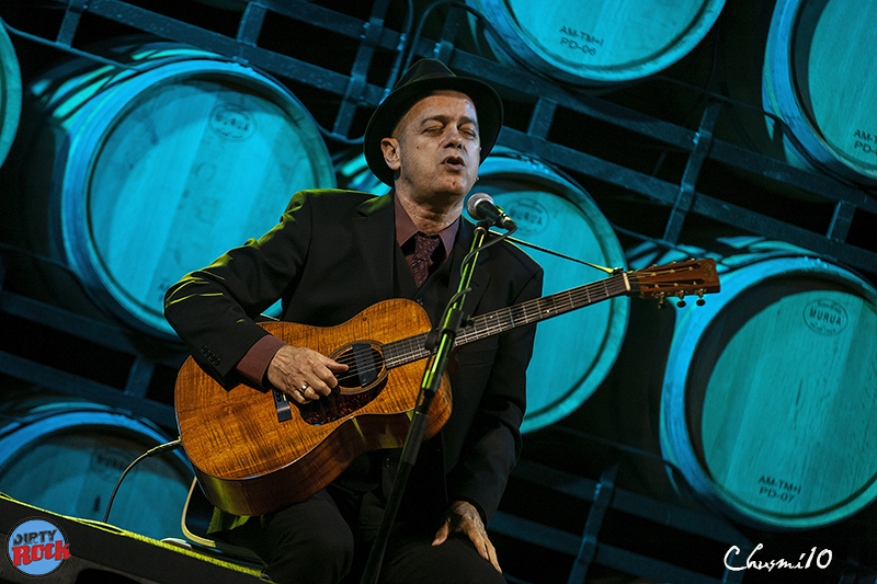 Juan-Perro-y-su-música-entre-barricas3