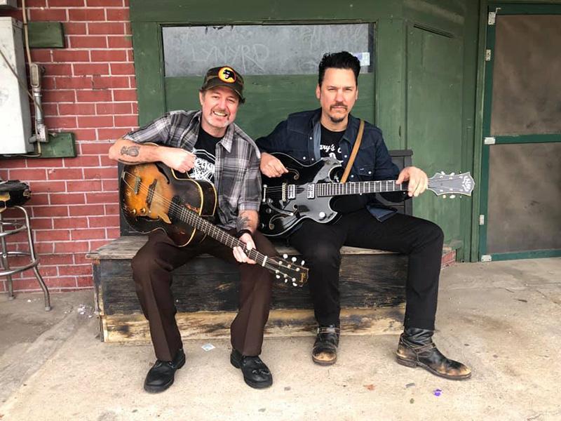 Scott-H.-Biram-y-Jesse-Dayton-versionando-canciones-de-los-proscritos-David-Allan-Coe-y-Gary-Stewart-2019