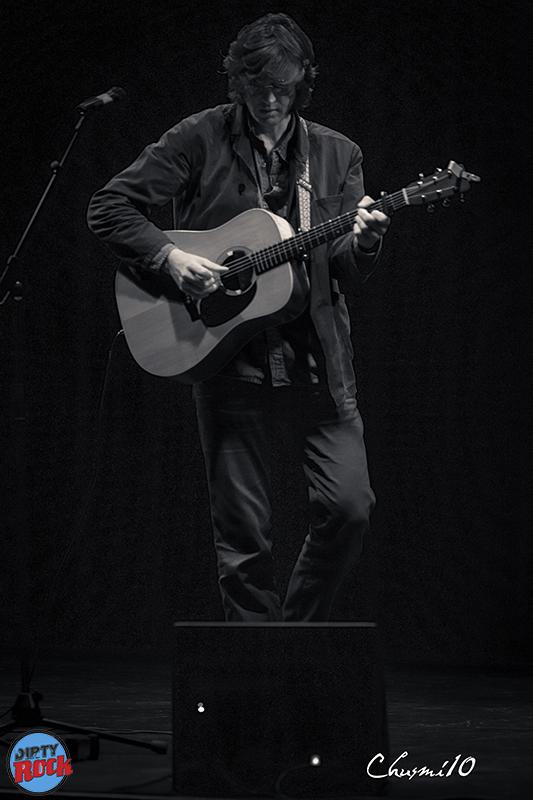 Joe-Wilkes-presentando-Japanese-Elvis.