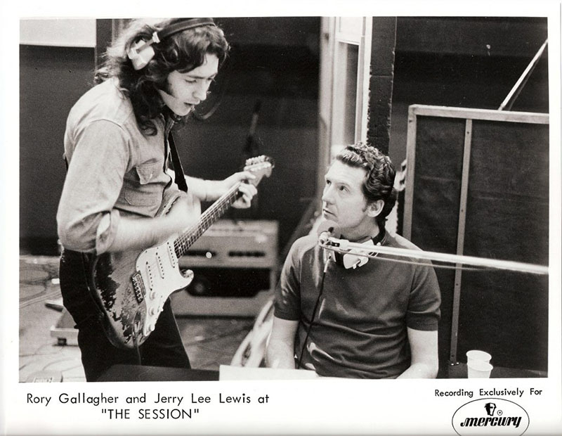 Escucha a Rory Gallagher y Jerry Lee Lewis en (I Can't Get No) Satisfaction