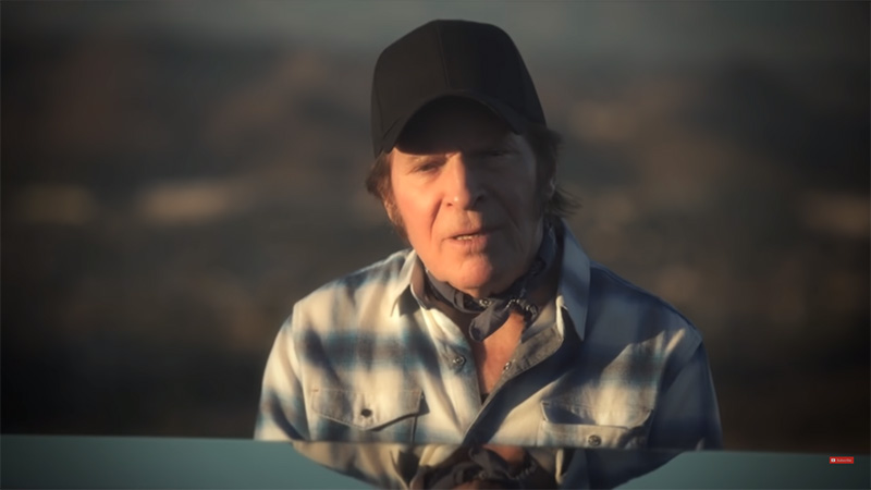 John Fogerty le canta a Trump Weeping in the Promised Land
